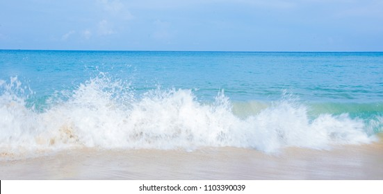 Beach wave in the daytime