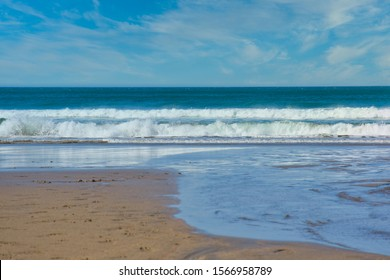 beach with waves of the Atlantic in front of Trebarwith Strand beach in North Cornwall, England