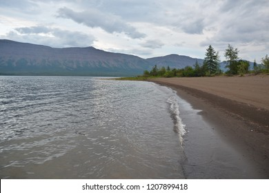 The beaches of the Norilsk lakes. Northern shore of the lake, located on the Putorana plateau.