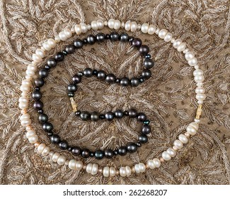 Bead of white and black pearls from India .
