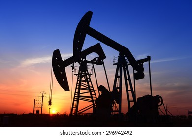 Beam pumping unit is operations in oilfield under the sun