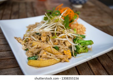 Bean sprouts on the thin rice noodle