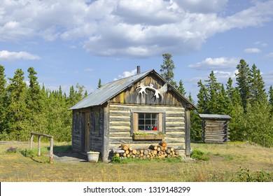 BEAR CREEK, CANADA - JULY 20, 2018: A traditional log cabin on the Alaska Highway in Bear Creek. Beginning of Alsek-River-Valley Trail on border Kluane National Park, St. Elias Mountains, Yukon