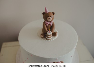 Bear fondant figure on cake