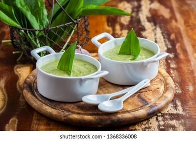 Bear leek soup with ingrediencies