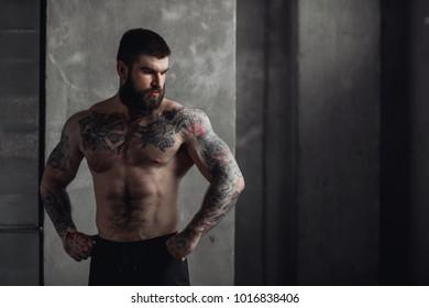 Bearded male bodybuilder in gym
