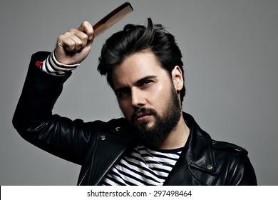 bearded man comb his hair