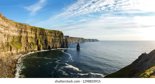The beatiful Cliffs of Moher in Ireland