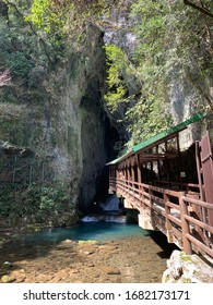 日本の秋吉洞窟の美しい景色。