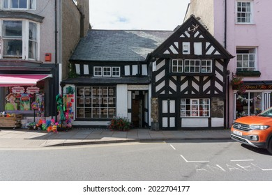Beaumaris, Wales, UK - August 9 2021: The Tudor Rose one of the oldest houses in the UK built circa 1400 on Castle Street in Beaumaris Anglesey
