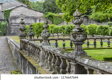 Beautiful 3-landing public garden decorated with a Baroque fountain and sculptures near Vila Flor. Vila Flor - Palace, built XVIII century in Guimaraes, Portugal.