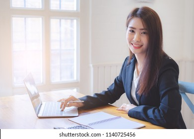 Beautiful asian business woman working with laptop.