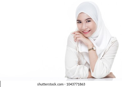 beautiful asian muslim woman wearing white shirt and white hijab posing on table isolated on white background.copy space.