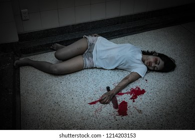 Beautiful asian woman holding knife in hand,Murder crime concept,Blood on the body