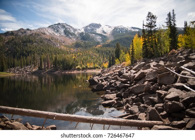 Beautiful autumn mountain scenery at Weller Lake near Aspen, Colorado.