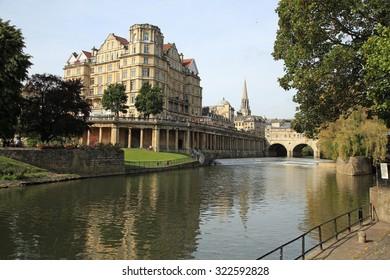 Beautiful Avon river in Bath, United Kingdom with a famous bridge