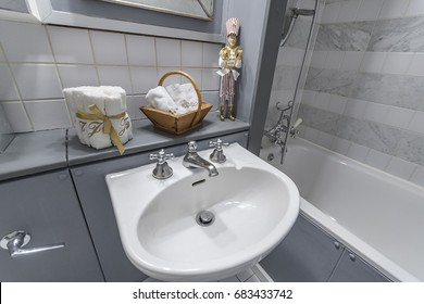 beautiful bathroom in Georgian colors and accessories