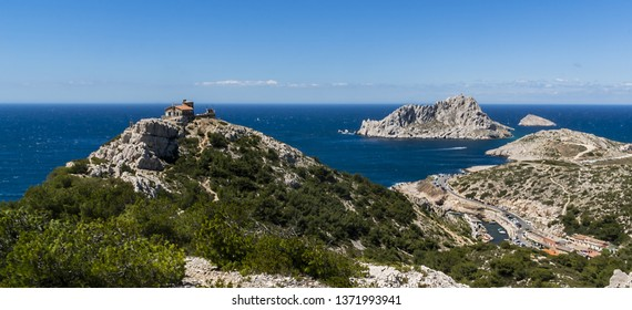 """Beautiful bay """"Calanque Sormiou"""". Calanques National Park (Parc National des Calanques), Cassis, Provence, near Marseille in South France."""