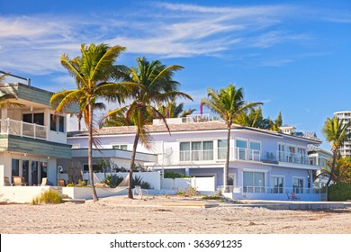 Beautiful beach houses and hotels on a sunny day in Hollywood Florida