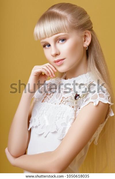 Teen Girl Twerks Strips