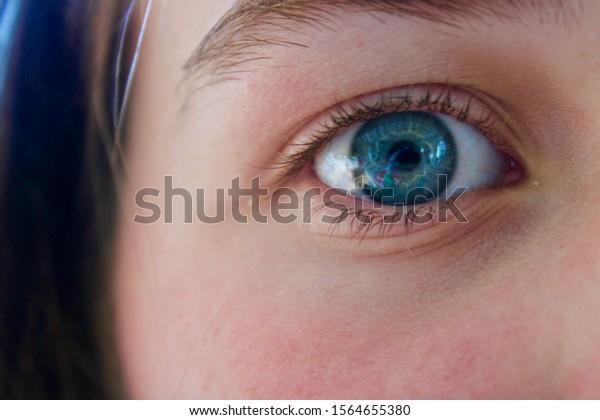 Beaux Yeux Bleus D Une Fille De Photo De Stock Modifier Maintenant 1564655380