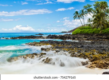 Beautiful blue waters off Makena Beach in Maui, Hawaii