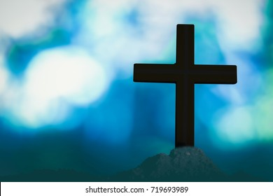 Beautiful bokeh with a cross in the background