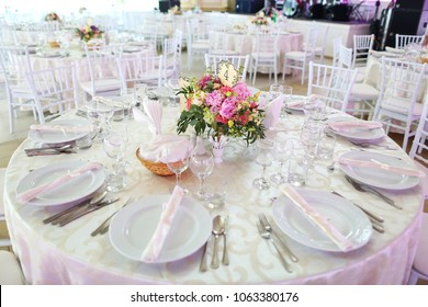 beautiful bouquet of flowers on the wedding table