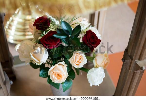beautiful-bouquet-red-white-cream-600w-2
