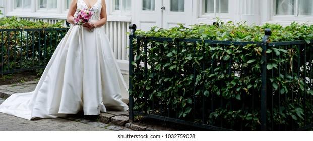 beautiful bride posing, happy wedding day