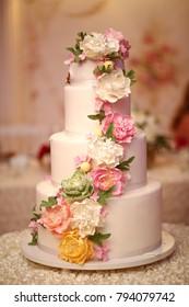 Beautiful cake wedding with flowers