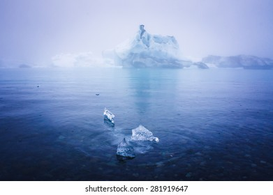 Beautiful cold landscape picture of icelandic glacier lagoon bay with ice and glacier