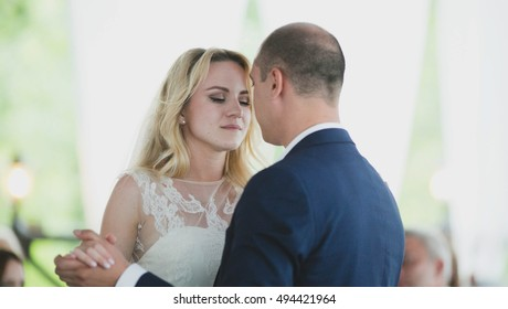 beautiful couple dancing on their wedding first dance