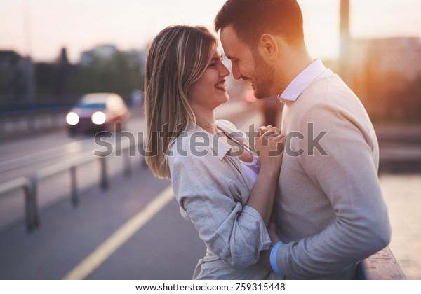 Dejting kyssar videorsimulering spel online dating