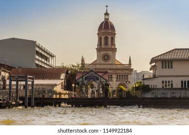 Beautiful crimson dome of Santa Cruz Church towers beside the Chao Phraya River. Santa Cruz Church also known as Kudi Chin, one of the many old Catholic churches in Bangkok, was built in 1770.