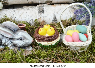Beautiful cute Easter cupcakes with Easter decorations .spring concept