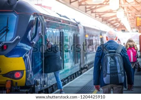 beautiful-day-people-going-metro-450w-12