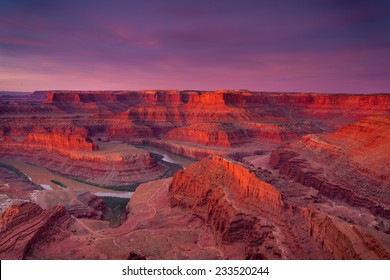 Beautiful Dead Horse Point vista during a dramatic sunrise