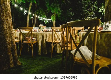 Beautiful decoration for a night wedding, illuminated with led lanterns, and vintage style centerpieces.