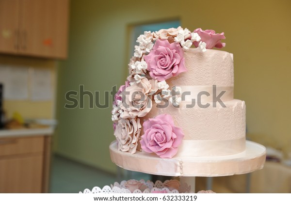 Beautiful and delicious wedding cake