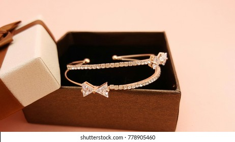 Beautiful Design of Jewelry set Bracelet Fashion Accessories for Women and lady Shiny crystal or diamond