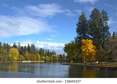 Beautiful Drake Park in Bend, Oregon in the autumn