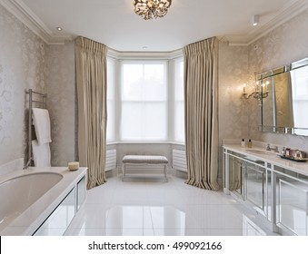beautiful en-suite bathroom