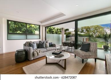 Schönes, teures Wohnzimmer mit exquisitem Mobiliar. Grosser Salon