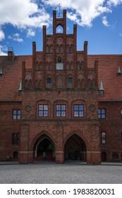 Belle façade de l'hôtel de ville médiéval. Juterbog est une ville historique du nord-est de l'Allemagne, dans le quartier de Brandebourg.