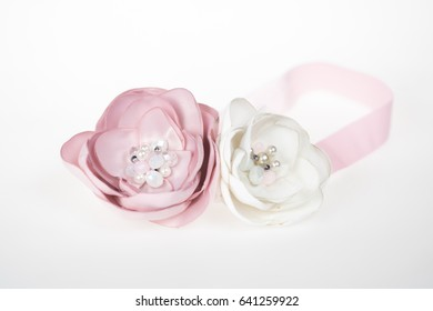 Beautiful fashion accessory for baby girls, light pink and white flowers with pearls on elastic headband