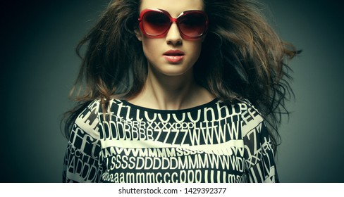 beautiful fashion woman wearing sunglasses over grey background