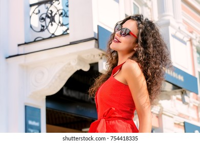 Beautiful fashionable woman on a city street.  Happy young woman. Beauty, fashion concept.