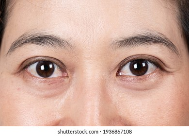 Beautiful female eyes Close up  eye woman with natural makeup  macro shot