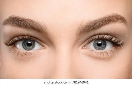 Lindos olhos femininos com cílios longos, closeup